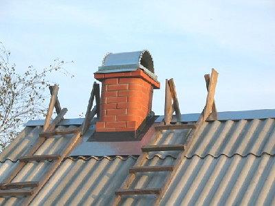 Как правильно сделать проход трубы через крышу, в том числе этапы